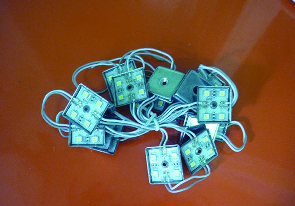 den led module 4 bong1 600x420 - Đèn led module vuông 4 bóng đế sắt