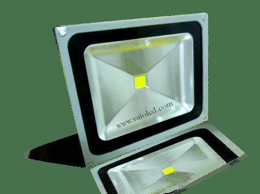 den pha led 30w 536x400 - Bảng giá đèn led quảng cáo