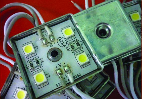 led module 4 bong 571x400 - Đèn led module vuông 4 bóng đế sắt